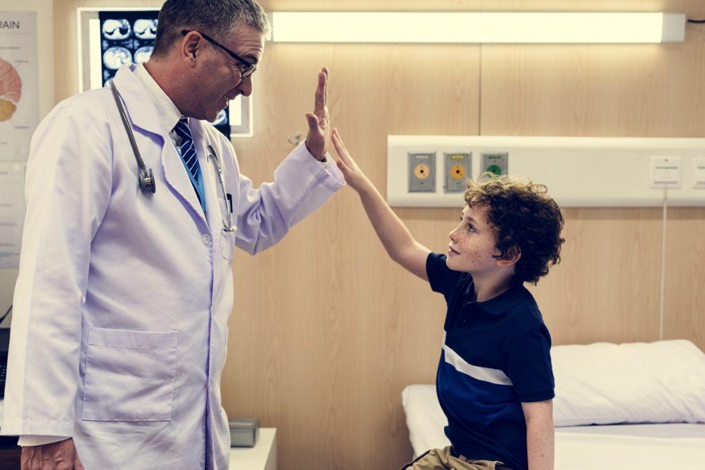 lekarz i dziecko